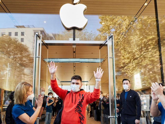 Apple Bağdat Caddesi now open in the heart of Istanbul